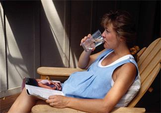 怀孕时候吃冷饮会宫缩吗 怀孕宫缩是因为饮食的原因吗