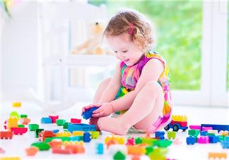 家长怎么陪孩子玩积木 玩积木能培养创造力与想像力吗
