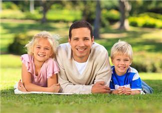 父亲对一个孩子的成长影响有多大 父亲如何改善与孩子间的亲子关系