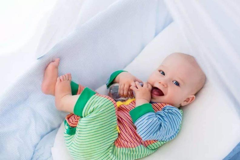 宝宝一岁以后有必要换奶粉吗 怎么选择一岁后宝宝喝的配方奶