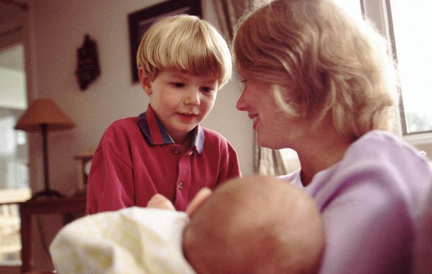 孩子出生后是怎么沟通的 孩子怎么慢慢学会说话