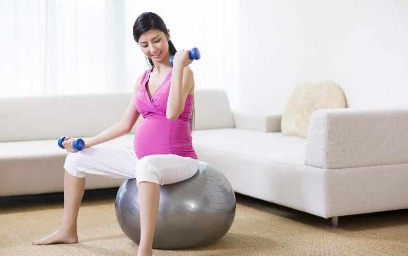 怀孕中期可以做伸展操或孕妇瑜珈吗 孕中期生活习惯需要注意什么