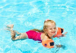 带孩子外出游泳要注意什么 孩子外出游泳小贴士