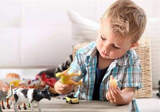孩子玩玩具说说 孩子玩玩具开心的说说朋友圈