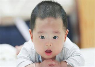 孩子三个月之后还不会翻身怎么办 孩子一直不会翻身的原因是什么