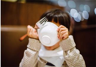 英国妈妈喂孩子吃饭怎么喂 国外为孩子吃饭怎么做