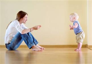 宝宝什么时候学走路 宝宝学走路的注意事项