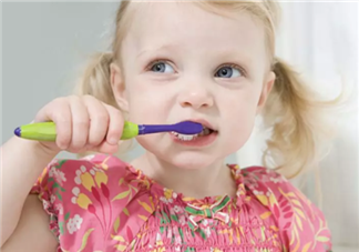 怎么教宝宝刷牙 教宝宝刷牙应该注意什么