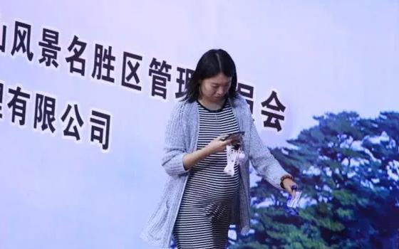 李晓霞怀孕预产期是什么时候 李晓霞怀孕挺大肚为老公助威
