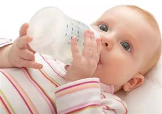 宝宝不愿意喝奶粉怎么办 宝宝为什么不愿意喝奶粉