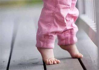孩子一岁学走路怎么教 孩子多大学走路比较好