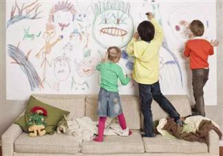 孩子爱在墙上画画怎么办 孩子在墙上画画要不要阻止