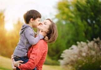 感叹孩子突然长大了说说 孩子长大了欣慰说说朋友圈