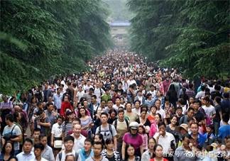 国庆旅游堵车说说 2018国庆高速路堵车说说朋友圈