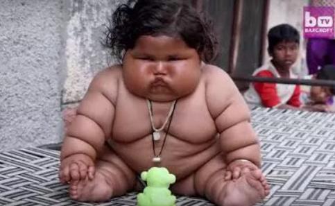 印度1岁女婴每天吃48顿饭 吃不饱就哭闹全家几乎被吃垮