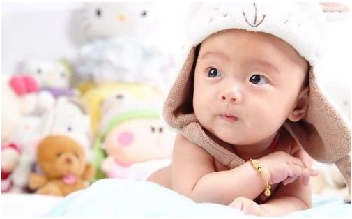张雨绮晒宝宝满月照 这些风靡朋友圈的宝宝pose照可取吗