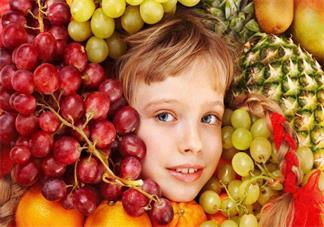 孩子秋冬水果怎么选择 给孩子吃水果要有哪些注意