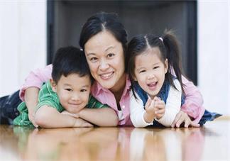 孩子去姥姥家的心情说说 宝贝在姥姥家心情说说朋友圈