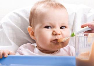 宝宝长牙发烧有什么症状  宝宝长牙发烧症状介绍