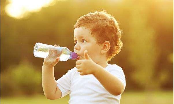 宝宝喝什么水更健康 为什么宝宝生病时要多喝水