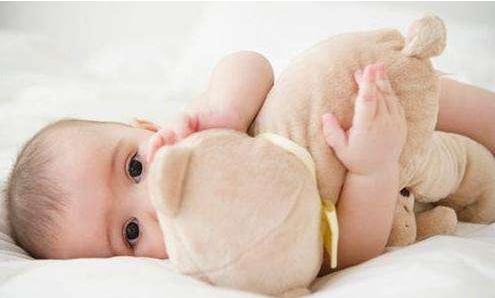 宝宝的囟门闭合越晚越聪明吗 卤门闭合早晚是什么原因引起的