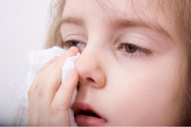 红霉素眼膏可以治疗鼻炎吗 宝宝过敏性鼻炎怎么办