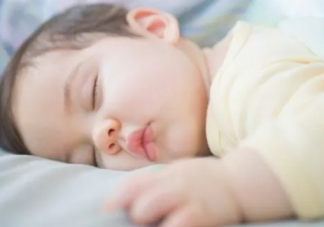 宝宝冬季睡觉穿什么好  冬季睡袋选择推荐