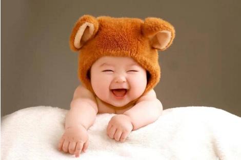 为什么婴儿睡着时会微笑 越早会笑的婴儿越聪明吗