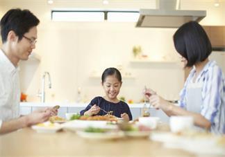 带孩子出去太麻烦怎么办 怎么轻松带孩子吃饭