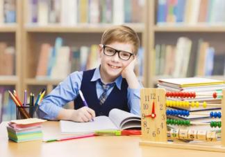 孩子做作业家长不能玩手机吗  家长玩手机有什么影响