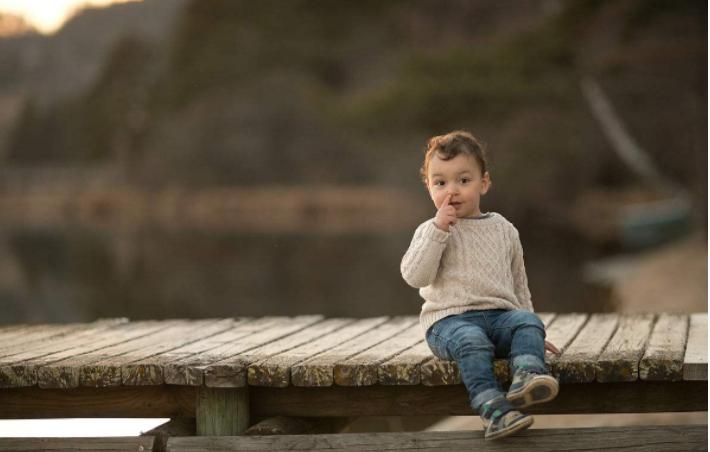 孩子爱抠鼻子怎么办 孩子爱抠鼻子是什么原因