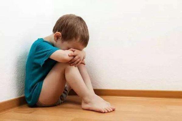 宝宝胆小怕人怎么办 宝宝胆小怕人怎么训练