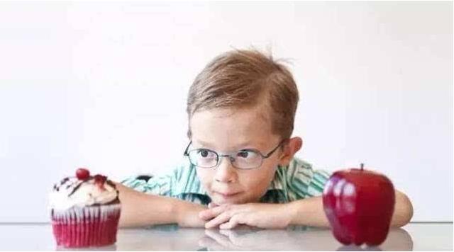 孩子自控力差是什么原因 孩子自控力差怎么办