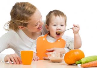 宝宝每天吃多少正常   宝宝每天辅食奶量标准