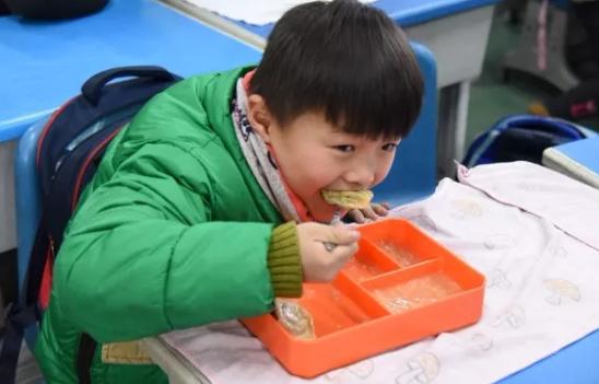 小学作文第一次包饺子 小学三年级作文包饺子300字