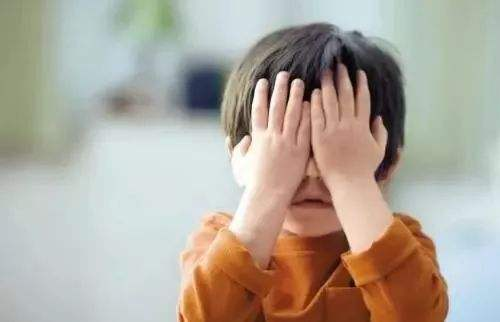 孩子自卑有什么表现 孩子胆小自卑怎么办
