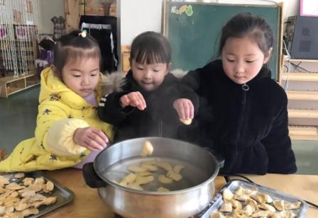 2018幼儿园冬至包饺子活动总结 亲子活动冬至包饺子通讯稿