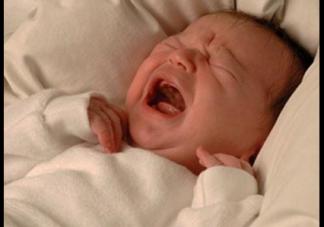 新生儿惊跳是怎么回事 新生儿惊跳怎么应对