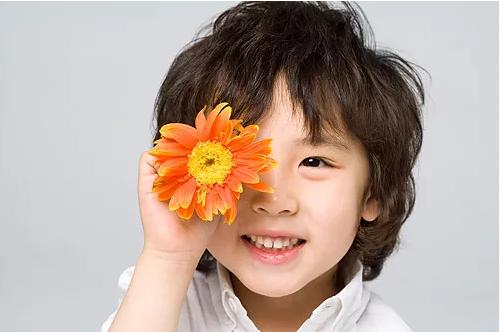 孩子情商教育要注意什么 孩子情商教育要注意三要和三不要