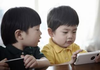 孩子玩手机会影响智力吗 孩子玩手机多长时间最好