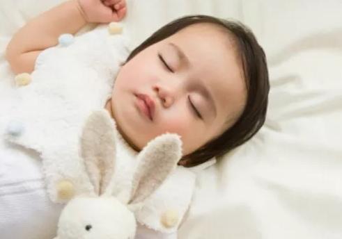 宝宝睡反觉的危害 2个月宝宝睡反觉有什么危害