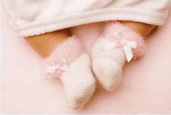 给婴儿绑腿能让腿变直吗 给新生儿绑腿的危害