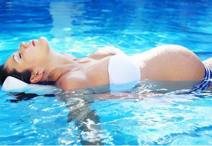 孕妇游泳有哪些好处 孕妇游泳的好处介绍
