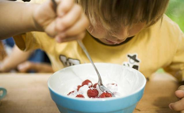 孩子吃反季节水果会导致性早熟吗 孩子能吃反季节水果吗