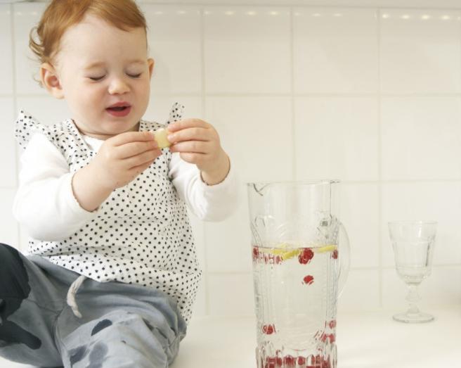 宝宝吃饭喂水好吗 什么情况下最好不要给宝宝喂水