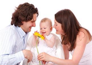 父母对孩子秀恩爱有什么影响 父母对孩子秀恩爱好不好