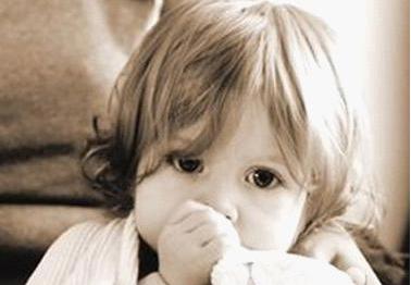 小孩早上起来咳嗽是什么原因 小孩早上起来咳嗽的原因
