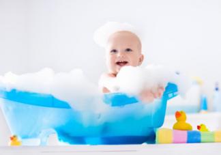 妈妈给宝宝洗澡的错误方式  要注意了会让宝宝免疫力下降