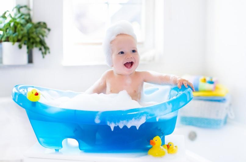 宝宝耳朵进水了怎么把水排出来 孩子耳朵不舒服要不要掏