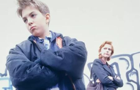 倔强的孩子怎么教育 倔强孩子的引导教育方法